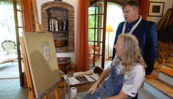 Hape Kerkeling laesst sich vom Meisterfälscher zeichnen