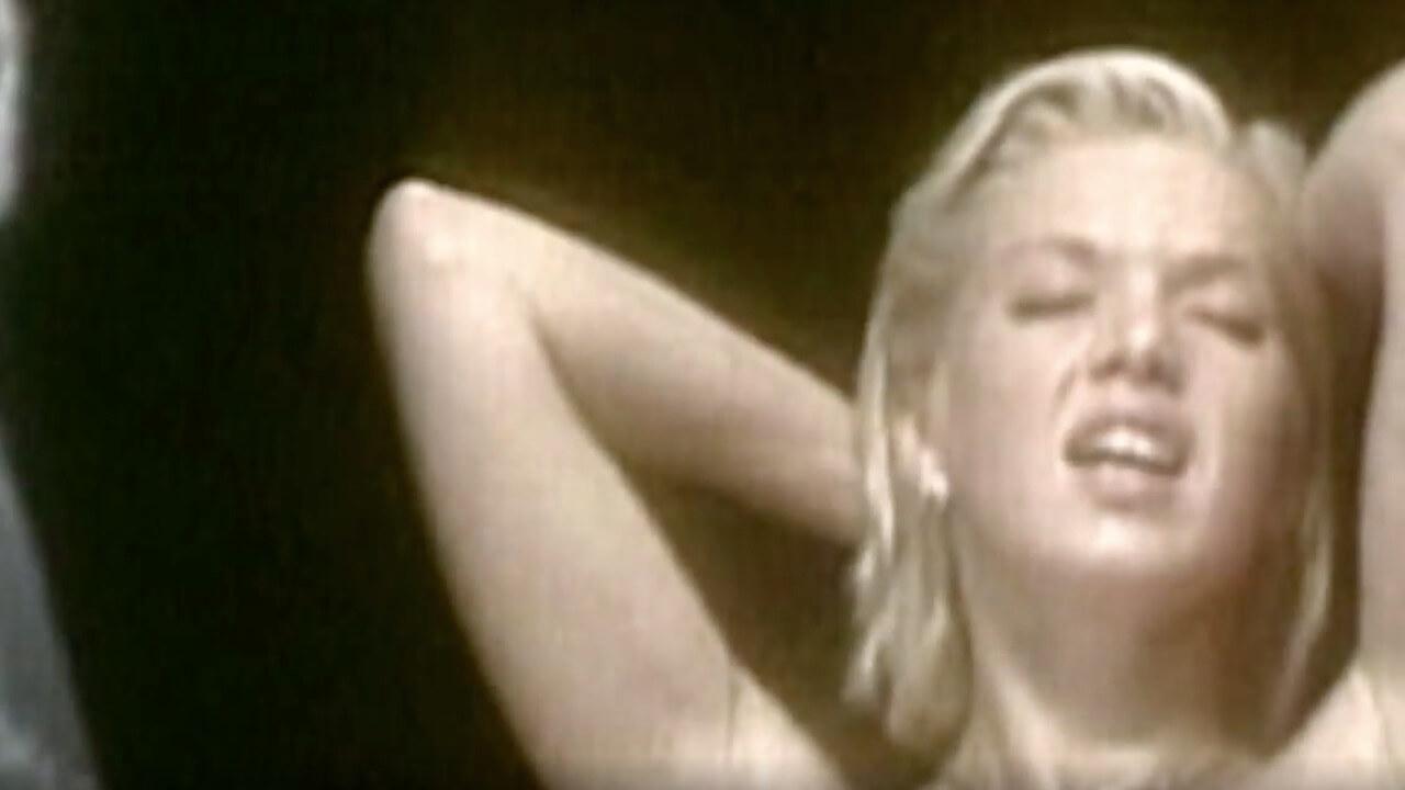 """Happy Porno?"""" von Alain Godet zeichnet den Wandel des Pornofilm-Business nach und lässt Produzenten und Darsteller zu Wort kommen."""