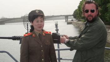 Die Reportage zeigt, wie die nordkoreanische Seele tickt: Anti-Amerikanische Propaganda und Lebensverhältnisse, die an die vorindustrielle Zeit erinnern.