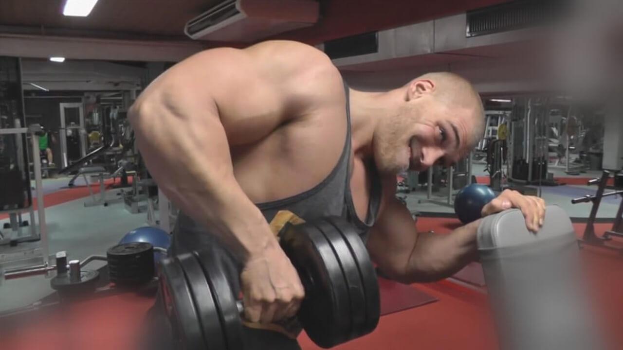 Mein Körper und ich dbate - Bodybuilder trainiert