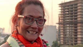 Die bengalische Modedesignerin Bibi Russell stellt regional gefertige Mode her - und kämpft so gegen die textile Massenproduktion in ihrem Heimatland.
