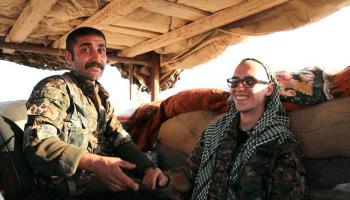 Schon seit Monaten kämpfen internationale Zivilisten am Boden in Syrien gegen die Fanatiker des IS - darunter auch etliche Deutsche. Vice hat sie besucht.