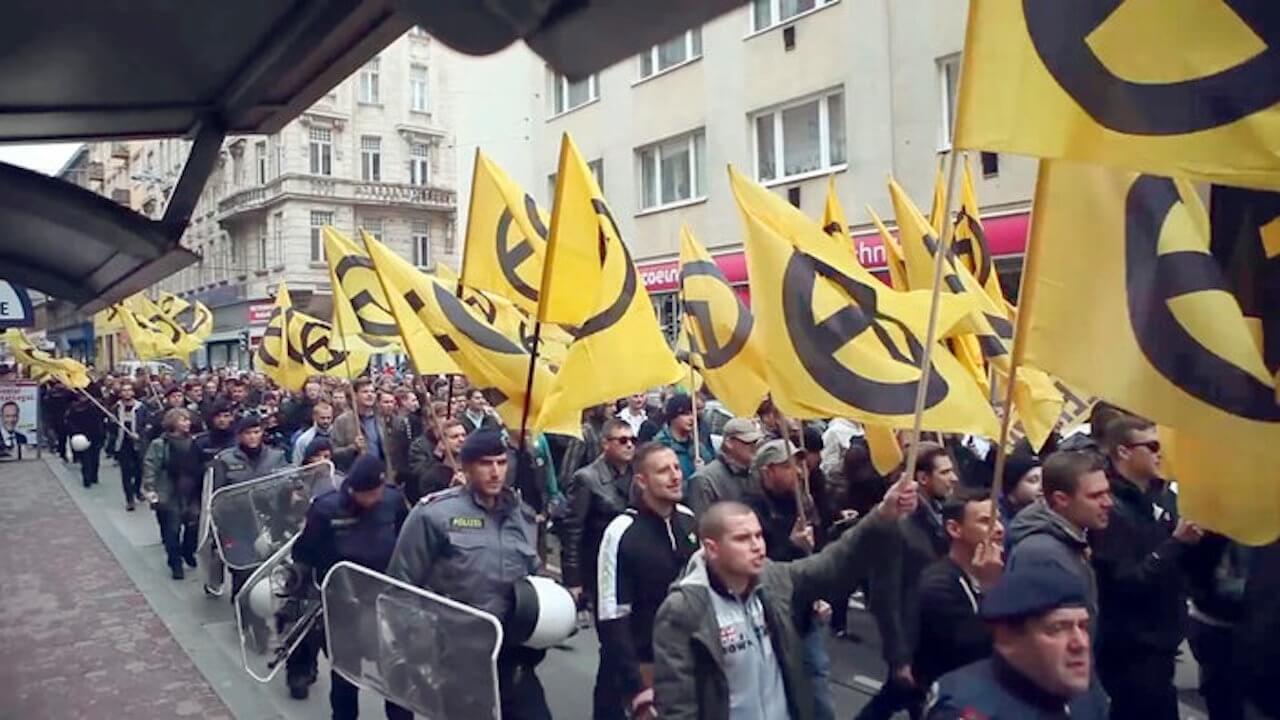 Die Identitäre Bewegung – das sind rechte Hipster, die sich europaweit vernetzen, um ihre Hetze gegen Ausländer zu verbreiten.