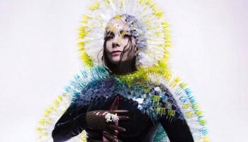 Die Doku 'Björk!' widmet sich voll und ganz der Künstlerin & lässt uns tief in ihr audiovisuelles Universum blicken.