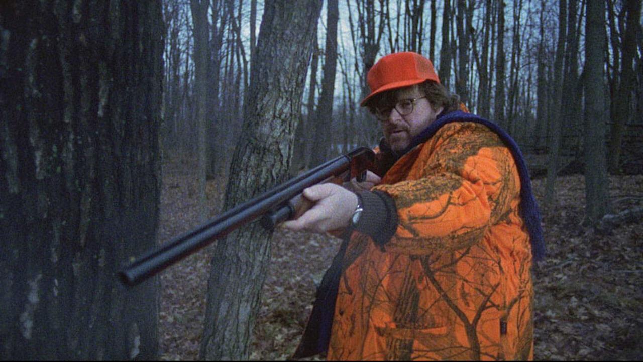 In der oscarprämierten Doku Bowling for Columbine liefert Michael Moore ein unerbittliches Porträt Amerikas. Ein kurzweiliges Meisterwerk!