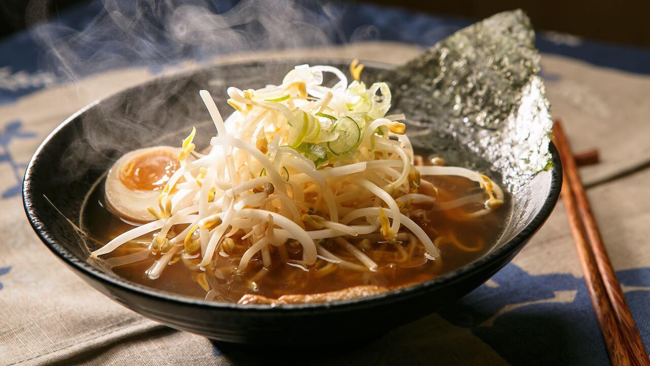 Die Cocolo Ramen Doku gibt Einblicke in die traditionelle Herstellung von Japans Nationalgericht in Berlin.