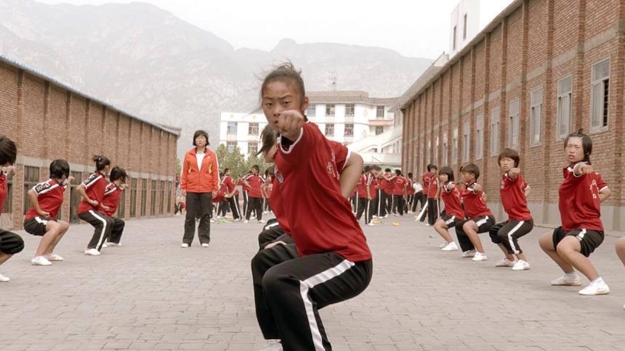 Drachenmädchen ist ein beeindruckender Kino-Dokumentarfilm die Welt der Shaolin-Kunst und die Träume chinesischer Mädchen.
