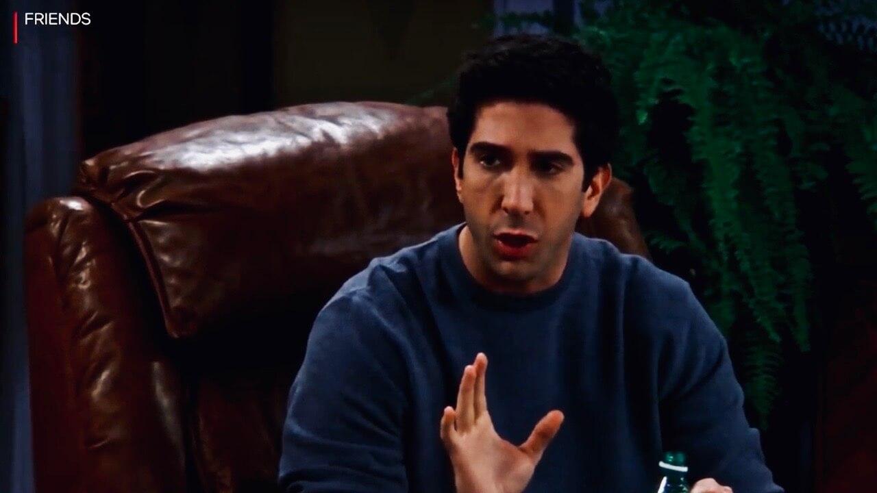 Jetzt werden selbst unsere allseits geliebten Friends spooky! Denn was bei Ross wie ein Witz wirkt, wird in Black Mirror real. Friends Black Mirror