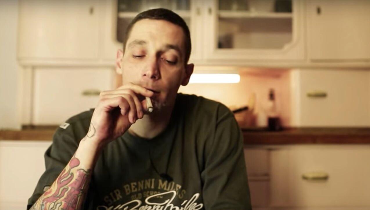 Ungeschönt und nüchtern erzählt Ex-Junkie $ick in der YouTube-Serie 'Shore, Stein, Papier' von seinem Leben als Drogenabhängiger.