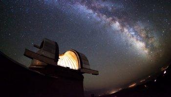 Mit sanfter Erzählstimme erklärt Freistetter in den Sternengeschichten nicht nur die Welt, sondern das ganze Universum.