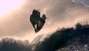 """""""Surfing @ 1000 Frames per second"""" von Chris Bryan ist das schönste Surfvideo, das wir je gesehen haben!"""