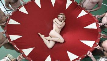 Who Killed Marilyn ist eine wunderbare Kriminal-Komödie aus Frankreich, die in zahlreiche Szenen auf das Leben von Marilyn Monroe anspielt.