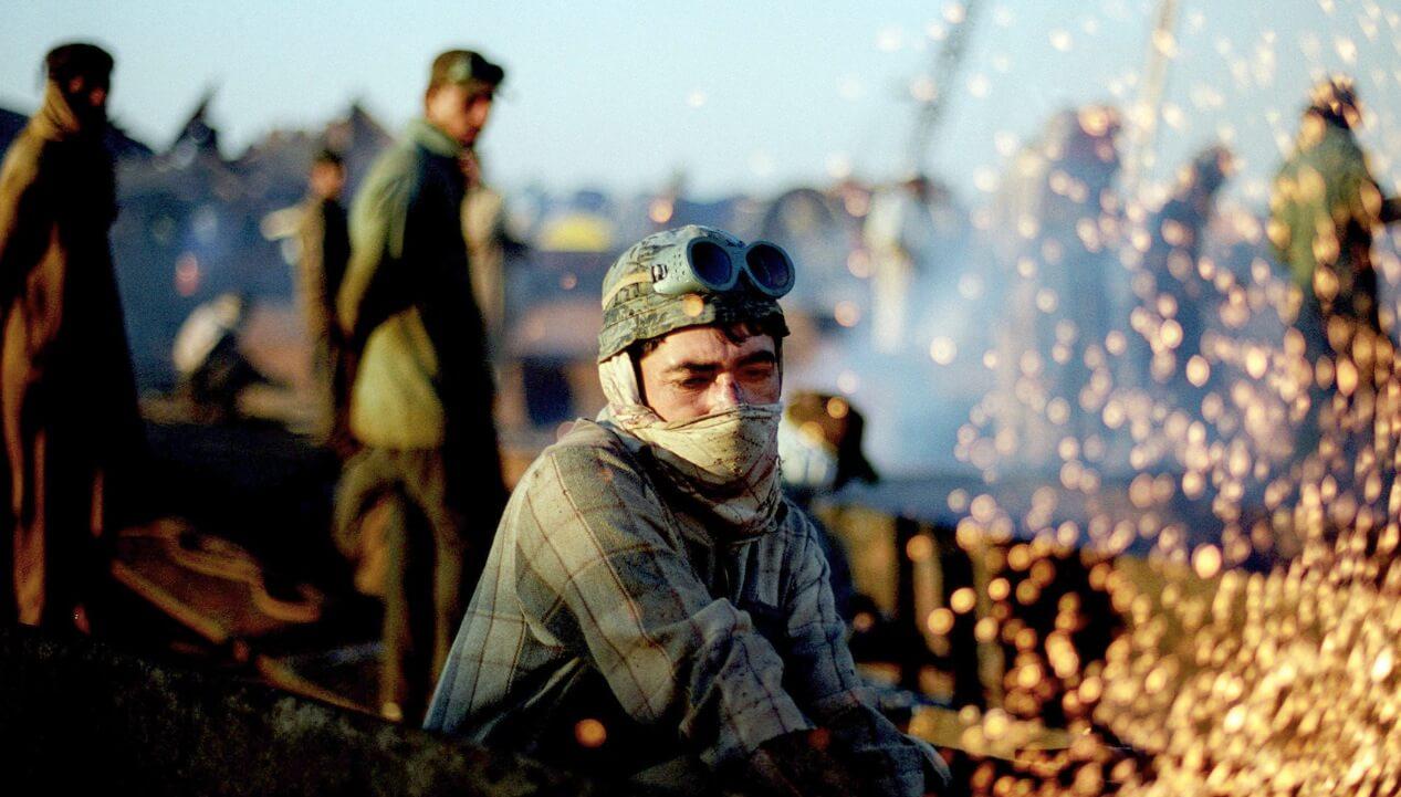 """""""Workingman's Death"""" - Arbeiter in Pakistan."""