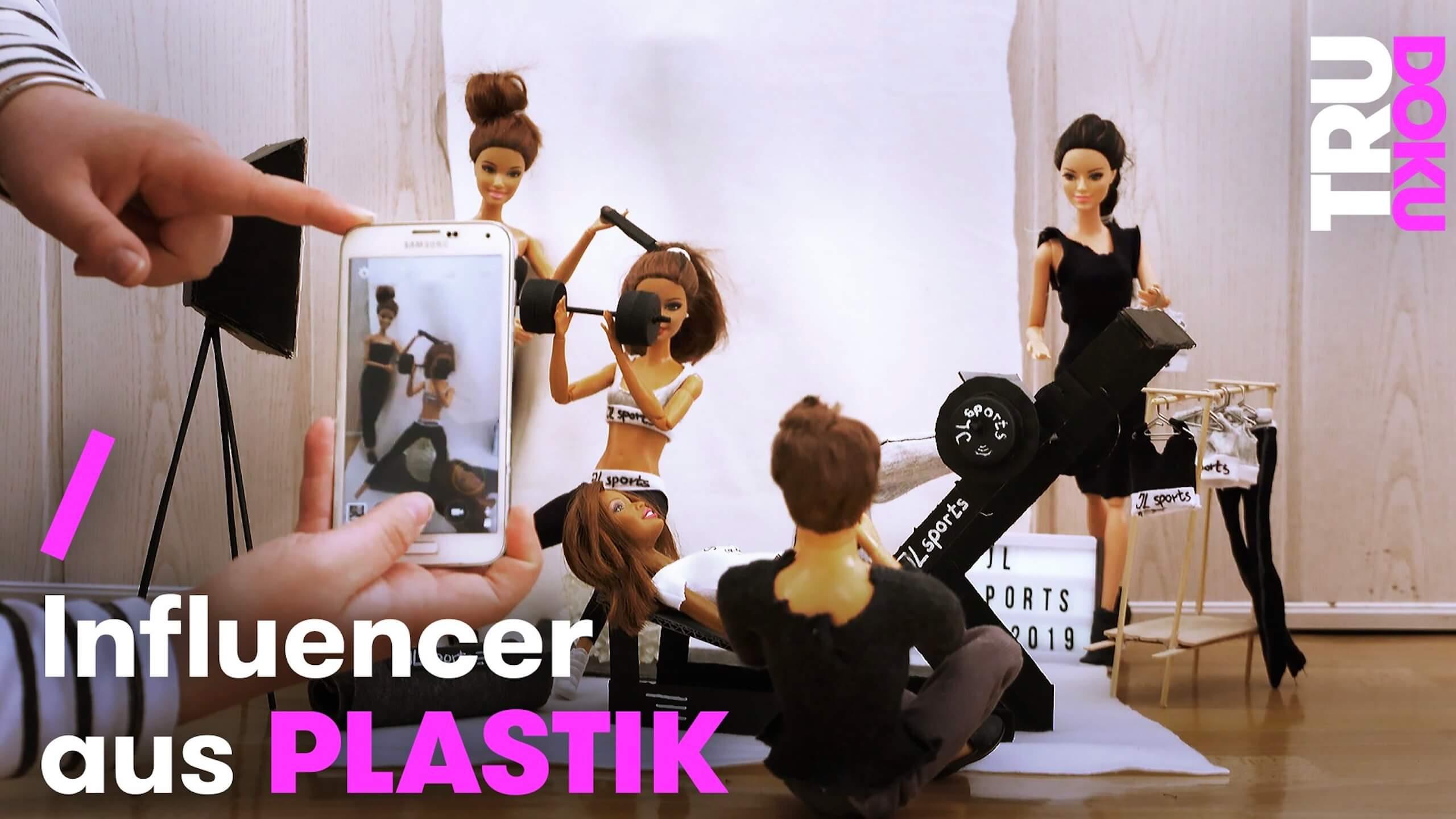 Eine toll gemachte Kurzdoku über zwei Schwestern, die einen Barbie-Kosmos erschaffen haben und mit ihren Barbie Influencer Accounts viele Follower haben.