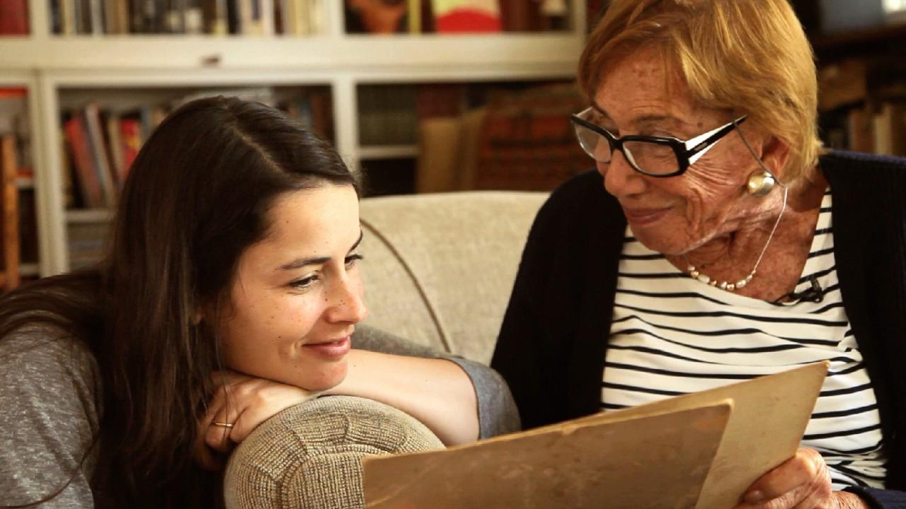 In der fiktiven Dokumentation Café Nagler begibt sich die junge israelische Regisseurin Mor auf Spurensuche ihrer Familiengeschichte.
