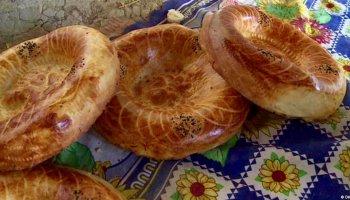 Lepjoschka ist die Leibspeise in Kirgistan. Dieser Clip zeigt, wie einfach und gleichsam besonders die Herstellung ist.