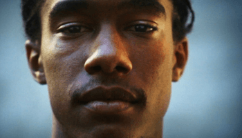 """In """"As I Am"""" sehen wir Memphis durch die Augen des Schülers Chris Dean, spüren seine Worte, sein Mitgefühl und den Schmerz in seiner Stimme."""