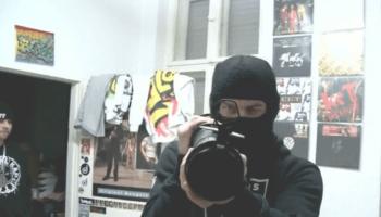 """""""Backstage Gangstarap"""" begleitet mehrere deutsche Rapper und schaut hinter die Fassade des Images der harten Kerlen."""