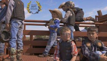 """Beten und Bullenreiten - Die faszinierenden Doku Beast of Man"""" begleitet ein christliches Rodeo-Camp für Kinder in den USA."""