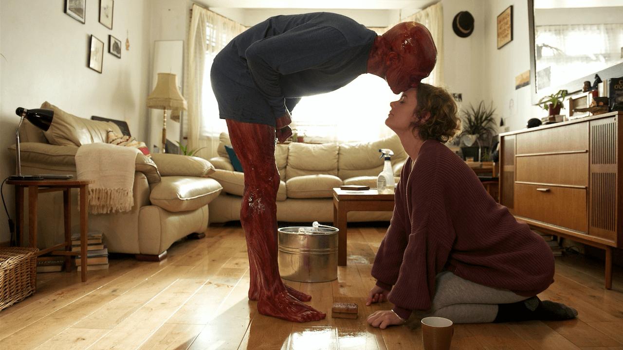 """Muskeln, Knochen und Blut: In dem elfminütigen Kurzfilm """"He Took His Skin Off For Me"""" geht es um einen Mann, der aus Liebe zu einer Frau seine Haut ablegt."""
