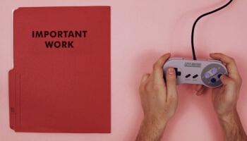 Ein kurzes und unterhaltsames Video über die die Ursachen und Folgen von Prokrastination. Garantiert wichtiger als eure Hausarbeit!