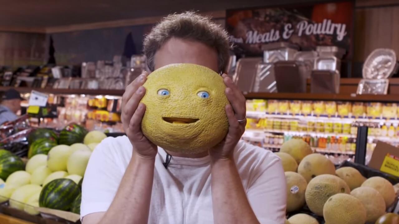 Seth Rogen installiert täuschend echte Lebensmittel-Animatronics in einem Supermarkt - und jagt den Kunden damit einen ziemlichen Schrecken ein.