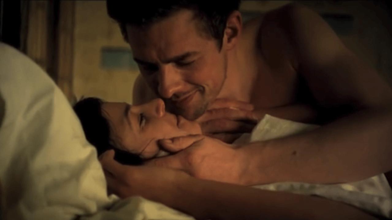 Paar im Bett - Still aus dem Kurzfilm Riss
