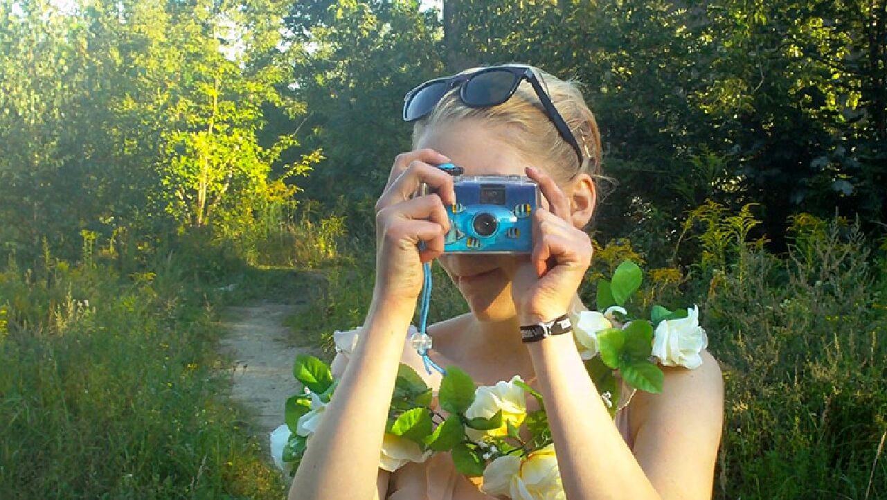 """In """"10 Wochen Sommer"""" tauchen wir in einen Bilderstrom gefilmt von 16- und 19-Jährigen."""