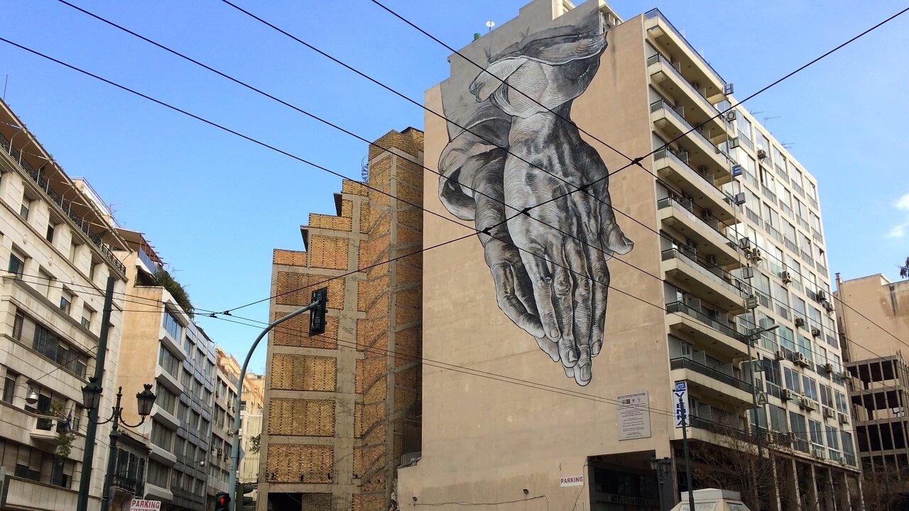 In diesem Jahr findet die documenta 14 zum ersten Mal auch in Athen statt. Die Doku wirft einen Blick hinter die Kulissen der bekannten Ausstellung.