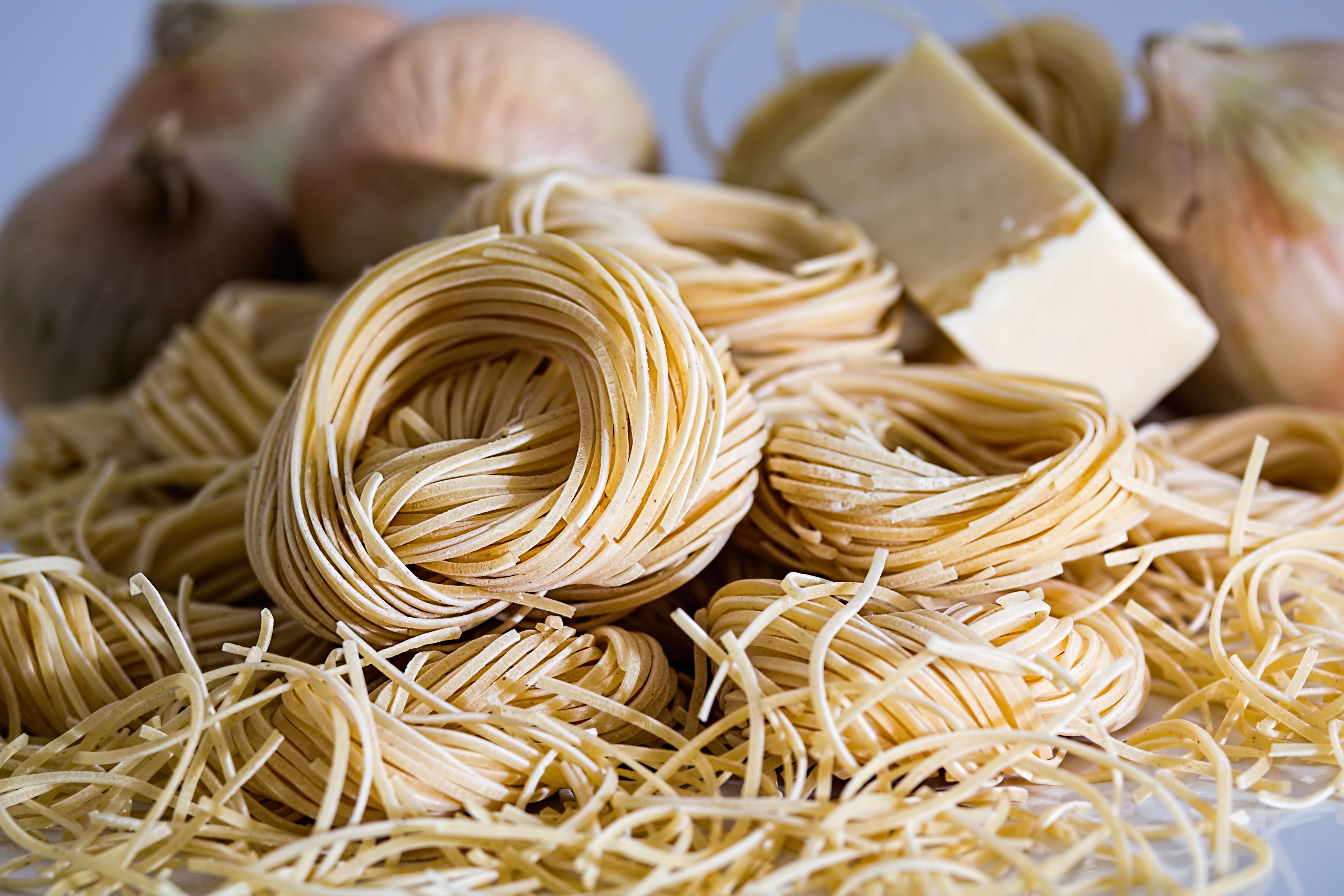 """Eine kleine Pasta Doku, die uns mit in den Süden Italiens nimmt – wo Arturo Elefante """"Die beste Pasta der Welt"""" herstellt."""