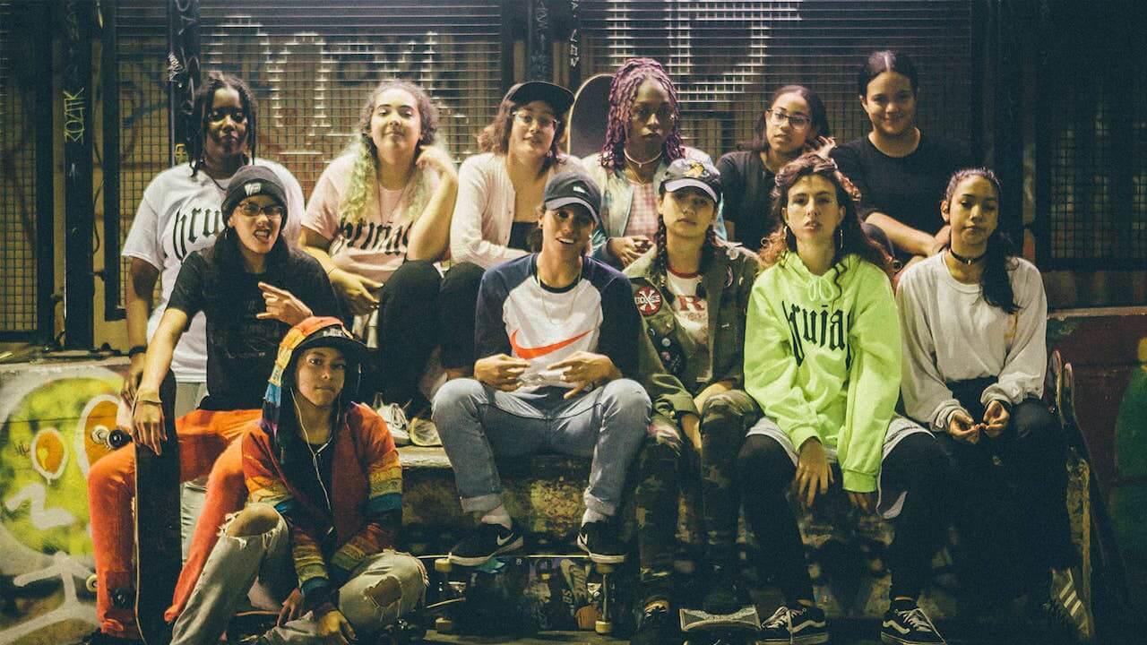 Brujas ist eine Reportage über eine der wenigen weiblichen Skategangs in New York