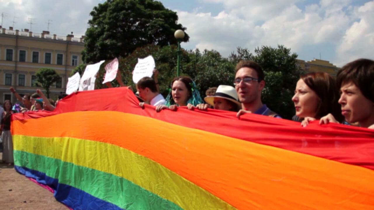 In dem Videotagebuch berichten Homosexuelle in Russland von ihrem Leben unter Putin – und ihrer Flucht ins Exil.