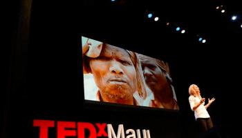 Bei TED erzählt die Fotografin Lisa Kristine über moderne Sklaverei, die sie mit ihren beeindruckenden Bildern dokumentiert.