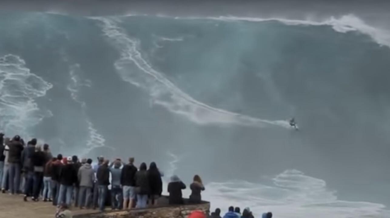 Jeden Herbst kommen die besten Surfer ins portugiesische Nazaré, um hier die größten Wellen der Welt zu surfen. .
