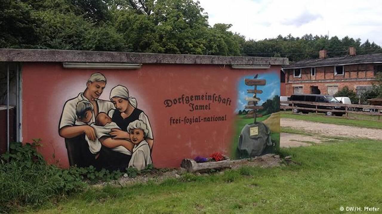 NDR-Reporter Michel Abdollahi begibt sich ins Nazidorf Jamel