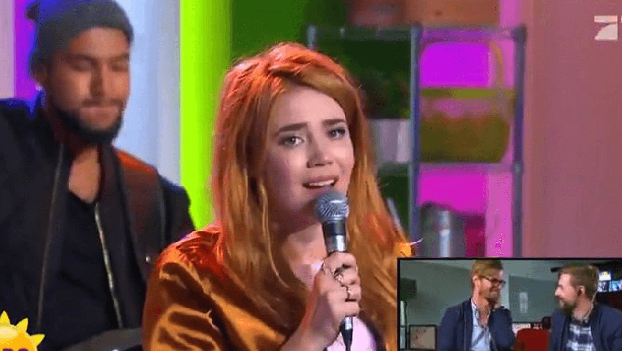 Palina Rojinski singt live im Frühstücksfernsehen.