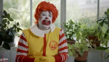 'Ronald' ist ein wunderbar seltsames Portrait über einen Clown, der nicht nur Burger und Pommes liebt.