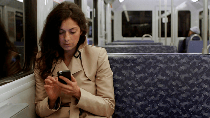 Für '7 Tage unter Singeles' testet Nadia Kailouli Tinder
