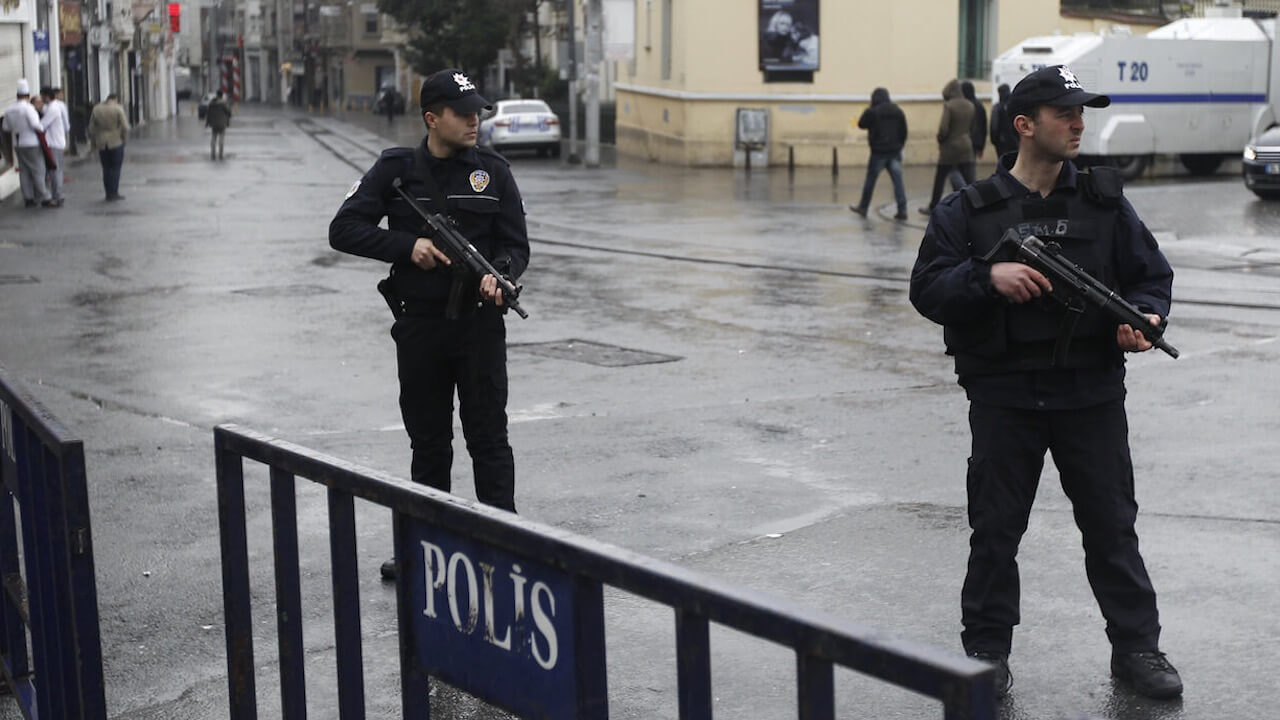 'Türkei - Drehkreuz des Terrors' berichtet über die aktuelle Lage in der Türkei.