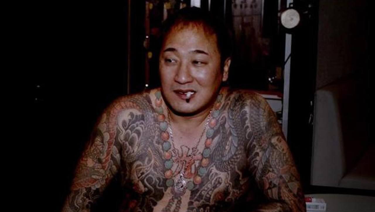"""Mächtige Yakuza-Bosse plaudern in """"Yakuza - Gangster und Wohltäter"""" offen über ihren Alltag in der dubiosen Schattenwelt Japans."""